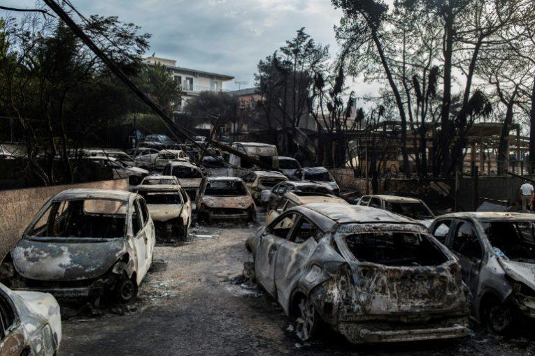 Atene piange la tragedia del fuoco: si temono oltre 100 morti