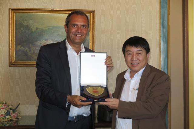 Napoli: Sindaco incontra delegazione cinese per accordi commerciali