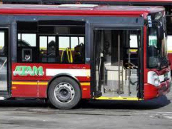 Reggio Calabria: sassaiola contro bus Atam nel quartiere Archi