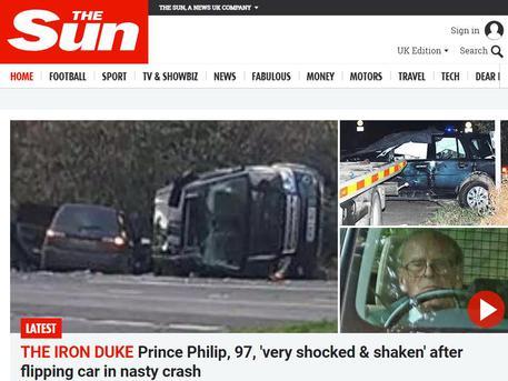 Si ribalta l'auto del Principe Filippo, il marito della Regina Elisabetta era alla guida