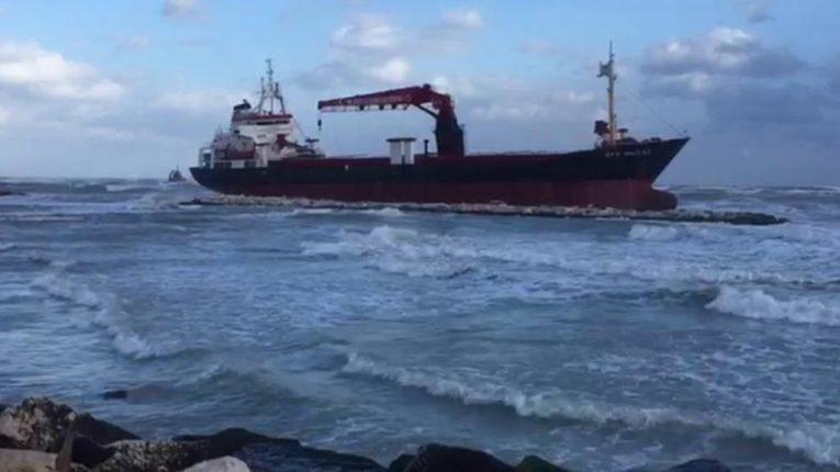 Bari: divieto di transito nel tratto di litorale prospiciente le acque dove si è incagliata la Efe Murat