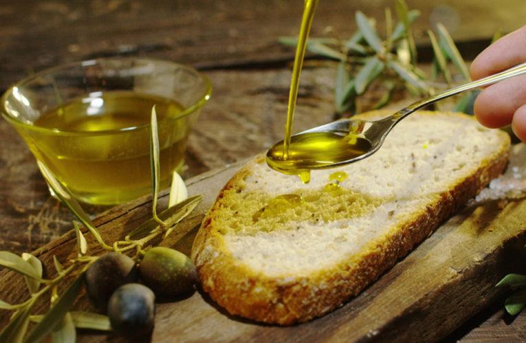 Coldiretti: boom di fake news sull'olio extra vergine di oliva italiano