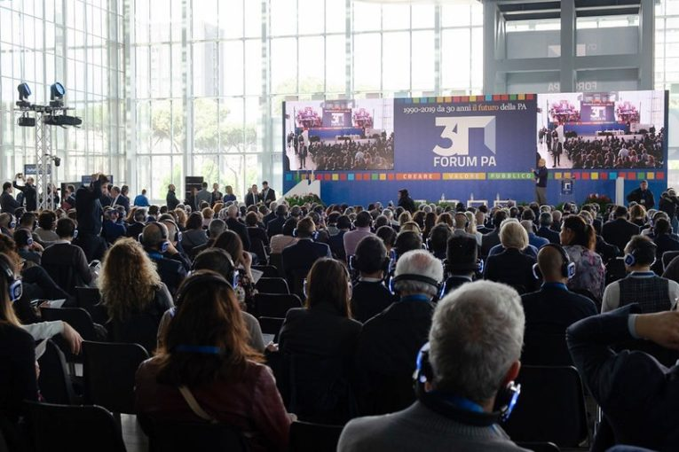 """Il Comune di Bari premiato a Roma al Forum PA per il progetto """"GIO.C.A. Giovani cittadini attivi"""""""