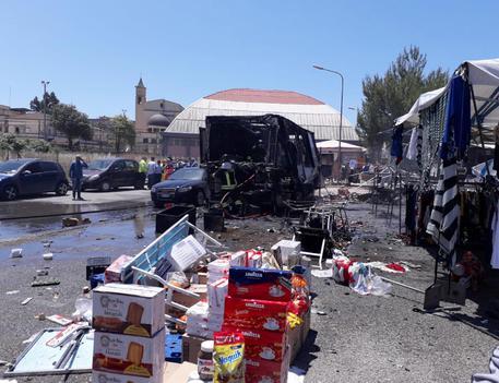 Gela: scoppia una bombola al mercato rionale, 20 feriti