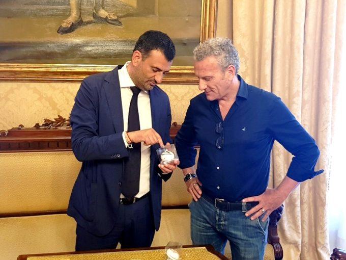 Bari: il sindaco ha premiato Francesco Rutigliano, primo nella sfida dei chilometri in bici