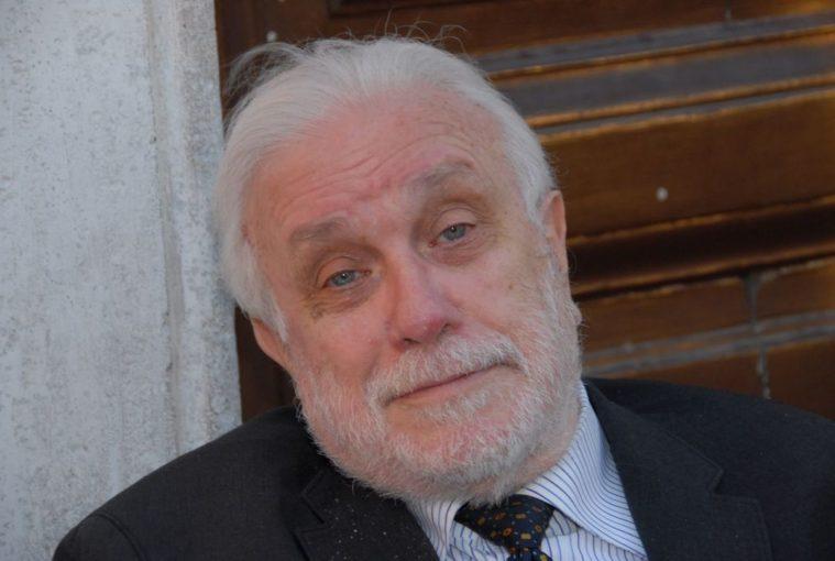 Napoli in lutto per la morte di Luciano De Crescenzo
