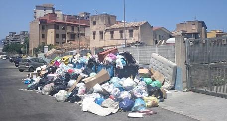 Emergenza rifiuti a Palermo: 10 tonnellate ancora sulle strade