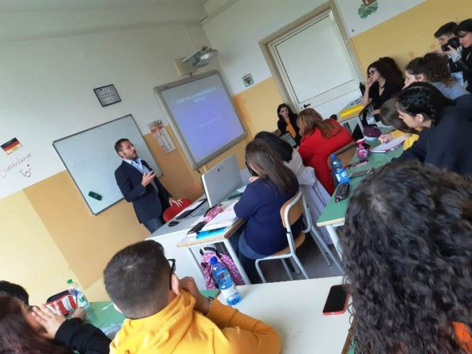 """Lamezia Terme: è iniziata al Liceo Campanella la formazione del progetto """"Accogli- Agire"""""""