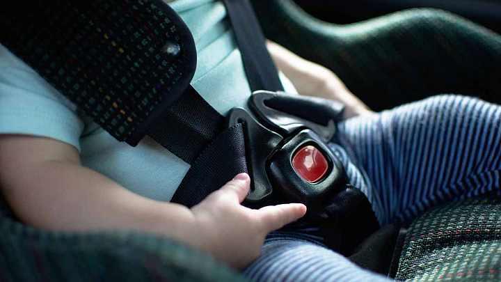 Da oggi in vigore l'obbligo sugli autoveicoli dei dispositivi anti-abbandono dei bambini, sanzioni per i trasgressori
