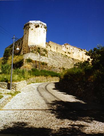 Cosenza: avviati progetti speciali didattico-educativi destinati alle scuole per la visita del castello Svevo