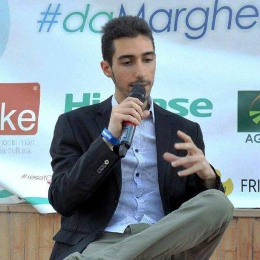 Coronavirus: il cantautore catanzarese Massi Lepera, impegnato nella campagna per combattere l'epidemia