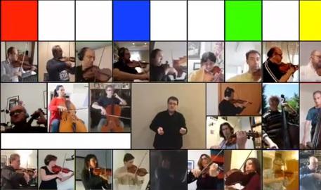 """""""L'Italia che canta"""": nuovo concerto online dell'orchestra di Bari, testimonial la Cucinotta"""