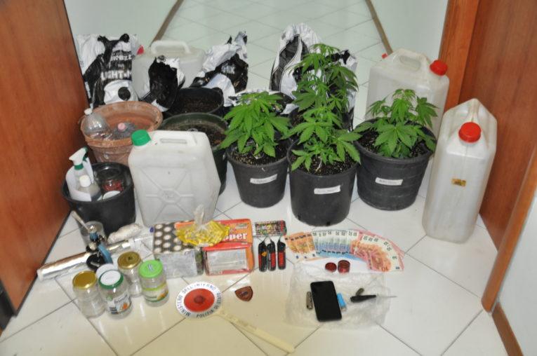 Cava de' Tirreni: usa una villetta disabitata per coltivare piante di marijuana, arrestato dalla Polizia
