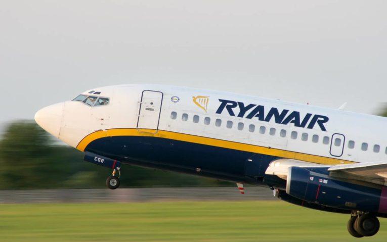 Si torna a volare negli aeroporti pugliesi, ripristinati 50 voli con Ryanair
