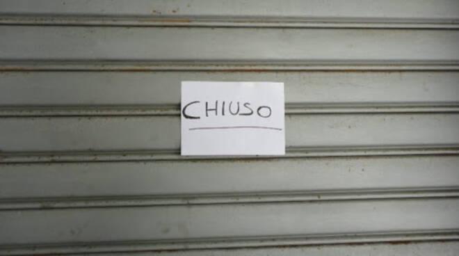 Bari: da oggi chiusura anticipata dei negozi alle 19