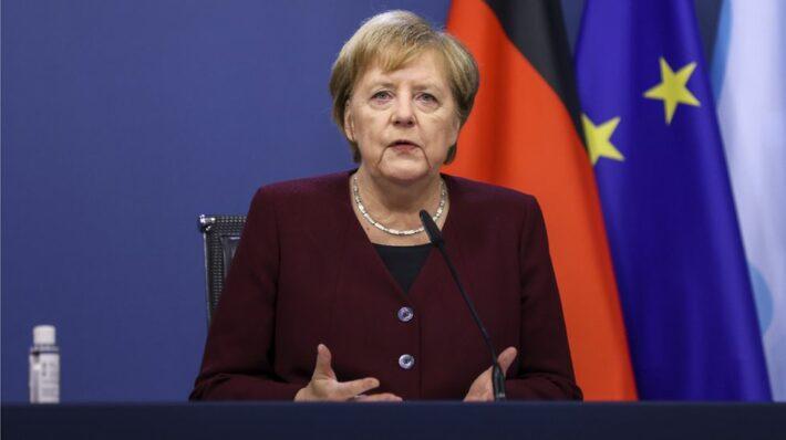 """Angela Merkel: """"triste e furiosa per le rivolte negli Stati Uniti"""""""