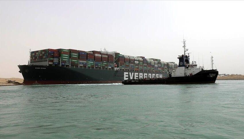 La nave da carico Ever Given di nuovo a galla nel Canale di Suez