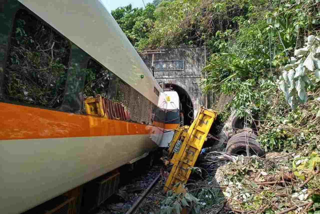 Taiwan:treno deraglia in galleria, più di 40 morti e decine di  feriti