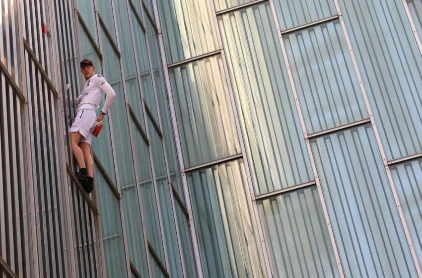 Free climbing: George King scala senza protezioni il Meliá Barcelona Sky